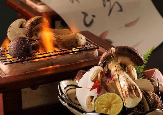 国産松茸炭火焼きと国産松茸土瓶蒸し ~10月の吟味特撰(松茸ご希望の方)~