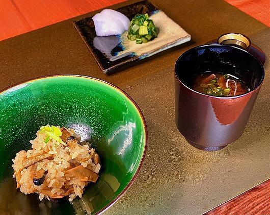 松茸ご飯 ~ 10月の食事(松茸をご選択のお客様 ~