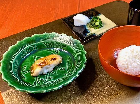 のどぐろ塩焼と喜利飯 ~ 10月の食事( 松茸をご希望出ないお客様) ~